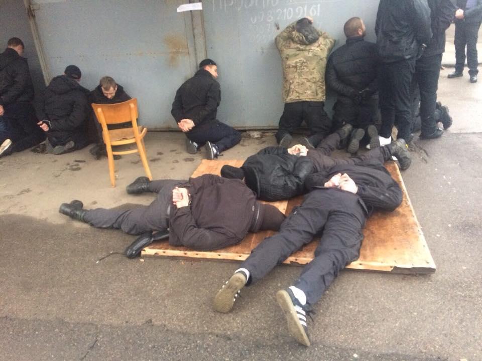 УМиколаєві 20 зловмисників зі зброєю напали нацентральний ринок