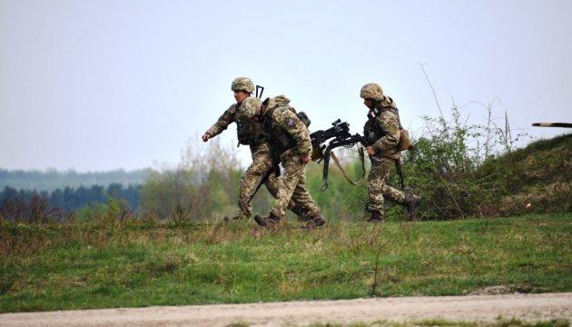Доба наДонбасі: один військовий отримав поранення