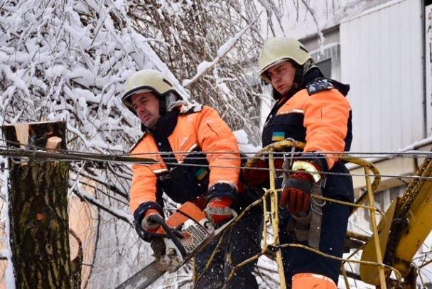 в україні через негоду знеструмлено 174 населених пункти