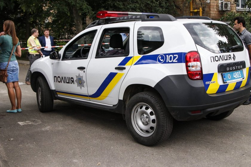 у києві в автомобілі застрелили поліцейського