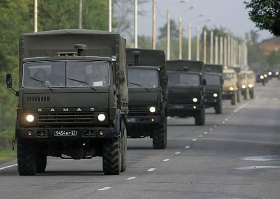 російські військові вантажівки в'їхали на донбас