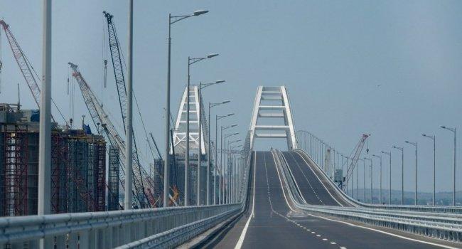 мера гнівані облили кров'ю через кримський міст