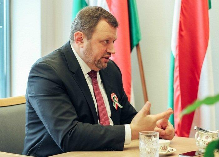 консула угорщини оголосили персоною нон грата в берегові