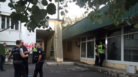 зловмисники кинули запальні суміші у відділення ощадбанку