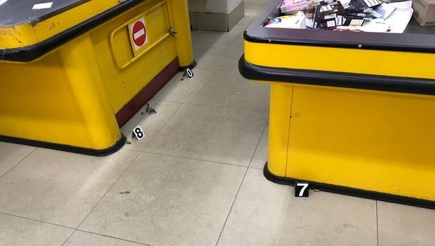 в результате стрельбы в столичном магазине пострадала женщина