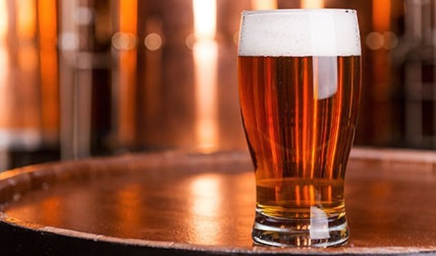 пиво в бокалі