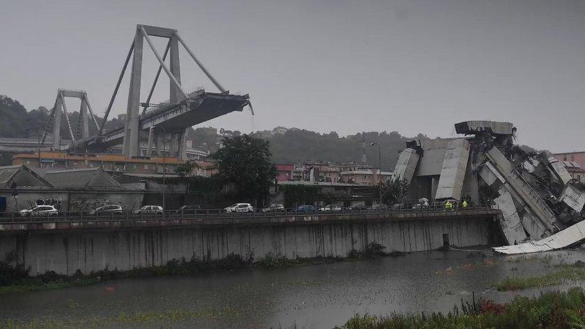 в генуї рухнув автомобільний міст