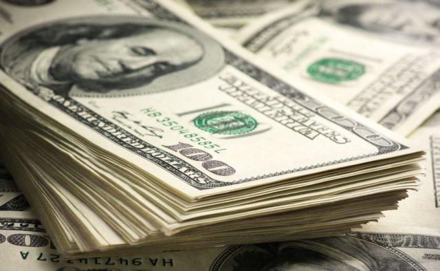 курс долара в липні