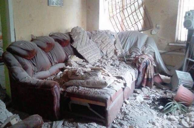 троїцьке зруйнований від обстрілів будинок