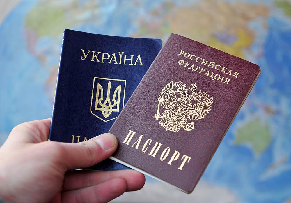 Головне дати присягу: Держдума спростила для українців отримання громадянства Росії